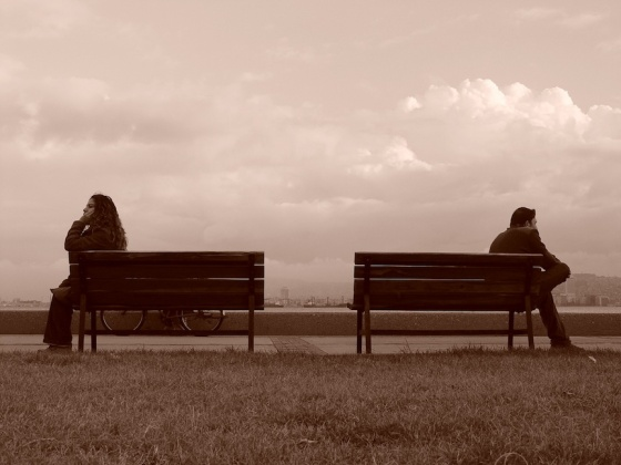 Woman-man-on-separate-benches2